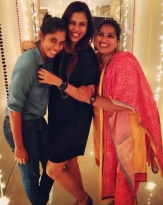 Sruti Nakul with her sisters